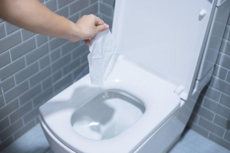Desentupimento de vasos: 3 motivos para não descartar materiais através da saída de água